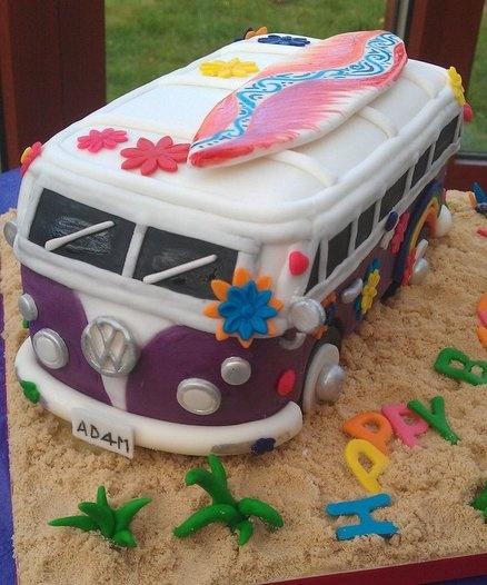 Hippie VW Camper Van Cake <3<3<3<3 I want this for my next birthday (wishful thinking)