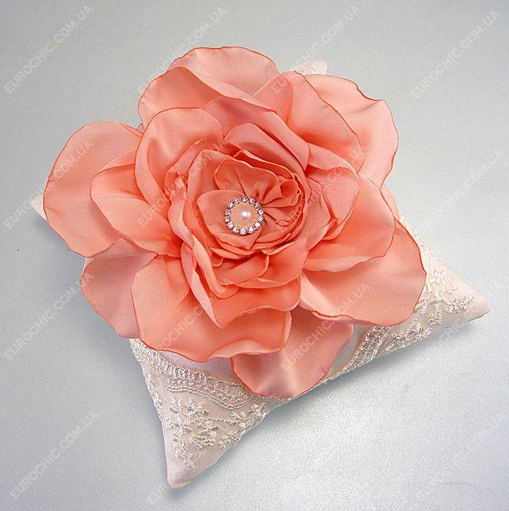 Подушечка Silk Flower персиковая