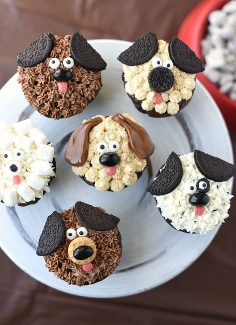 Möchten Sie Hündchen-Cupcakes für eine Geburtstagstorte oder ein anderes Ereignis backen? Diese Welpen …   – Torten