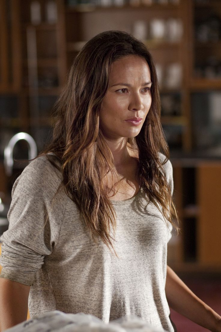 Moon Bloodgood in FALLING SKIES – Season 1