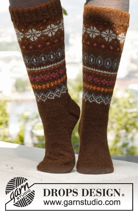 "Autumn Aurora´s Socks - Knitted DROPS socks with fair-isle pattern in ""Alpaca"". - Free pattern by DROPS Design"