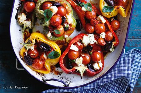 Gebratene Paprika mit Cherrytomaten, Feta und Oliven