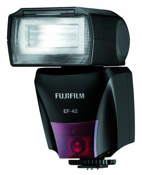 Фотовспышка Fujifilm EF- 42 подходит для фотокамер серии FinePix HS20EXR. Внешняя вспышка обеспечивает полную производительность TTL для настройки экспозиции. Для максимального освещения сцены поворачивайте устройство на девяносто градусов вверх, на сто восемьдесят градусов влево или на сто двадцать градусов вправо. Фокусное расстояние может подстраиваться под автоматический сенсор или пленочный стандарт 35-мм. Несмотря на широкий спектр функций, фотовспышка проста в эксплуатации. Купив…