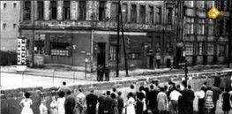 Bij les 3.7: filmpje (7min): De Berlijnse Muur: Een 45 kilometer lange muur dwars door Berlijn heen. 28 jaar lang was de Duitse hoofdstad opgesplitst in twee gedeeltes. En konden mensen nauwelijks heen en weer reizen. Op 9 november 1989 kwam daar een einde aan.
