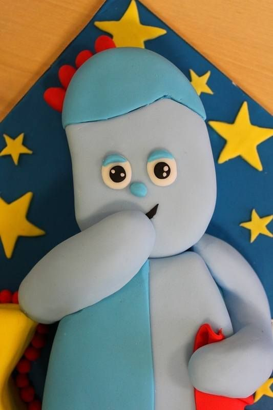 My first attempt at cake carving! Iggle Piggle from In the Night Garden - Blog