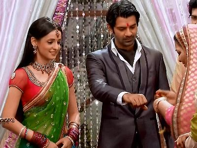 Shyam is trying all evil ways to halt the wedding in Iss Pyaar Ko Kya Naam Doon!