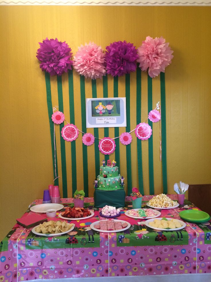 Ben and Holly party table