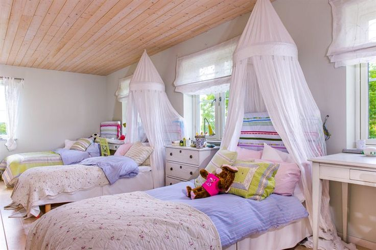 Pretty Shared Bedroom Designs For Girls: Pretty Kids Room For Three
