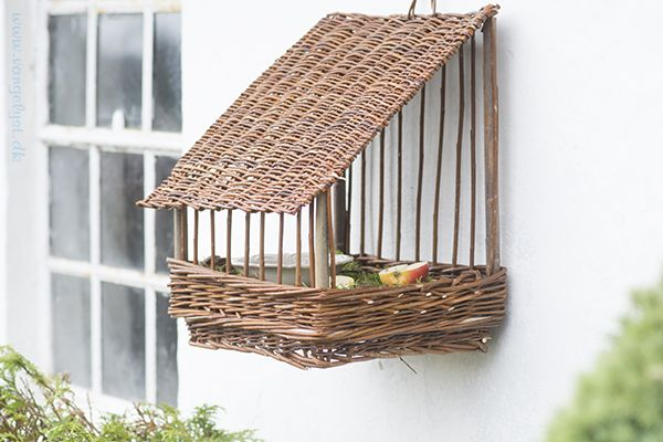 Fuglehus i pileflet / willow birdhouse - by www.vangelyst.dk #birdhouse #willow