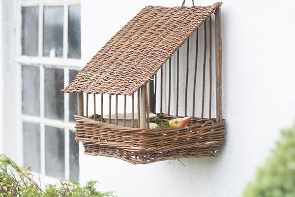 Fuglehus i pileflet / willow birdhouse