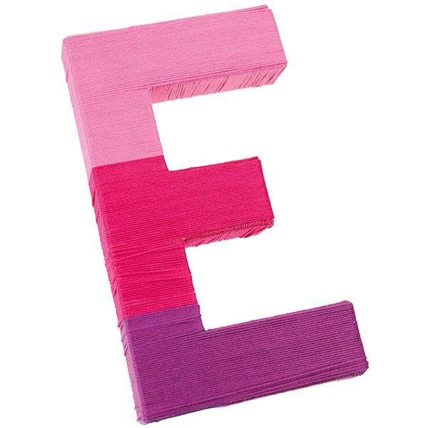 Puuvillalangoilla päällystetty pahvinen E-kirjain.