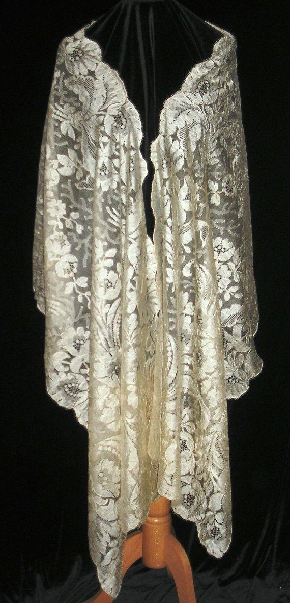 Exquisite ANTIQUE BLONDE SILK Lace Wrap Shawl Veil Stole - Circa 1900 - Art Nouveau