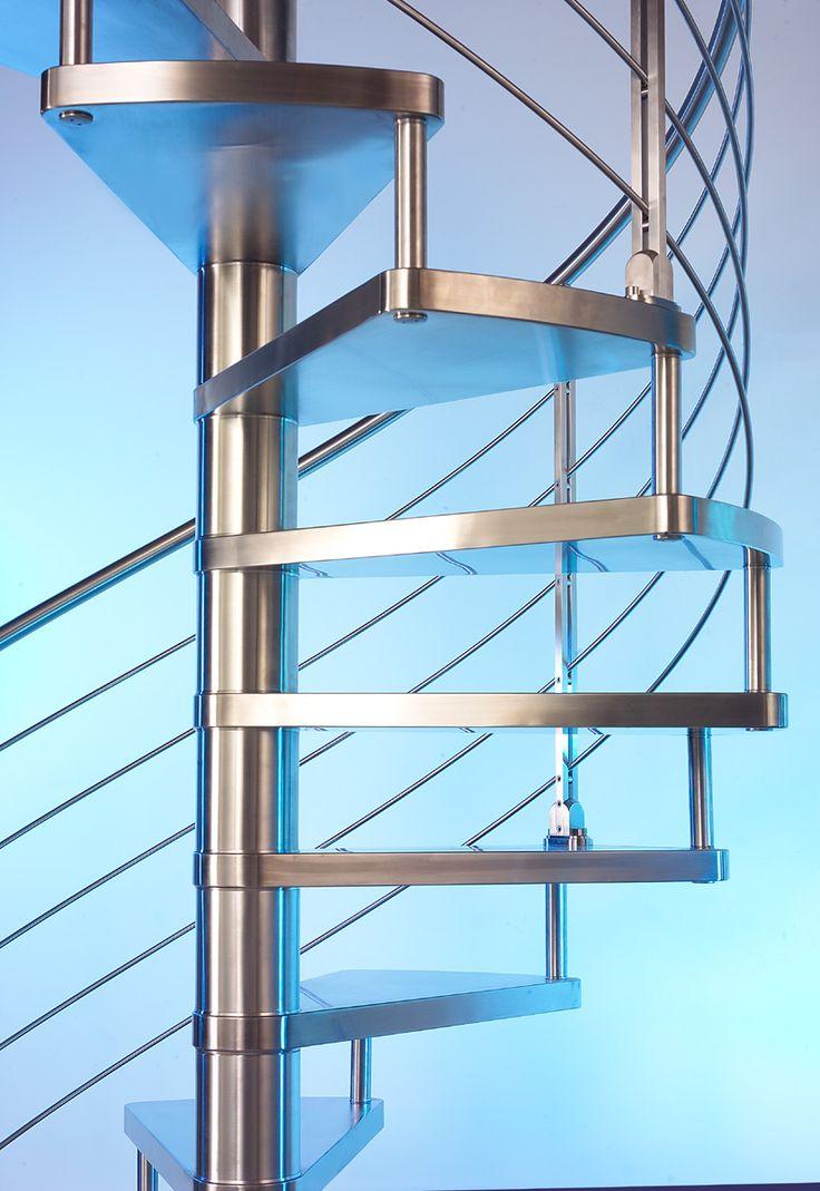 Escaleras de diseño. Escaleras para interior de la firma italiana Marretti. Escaleras de caracol de acero