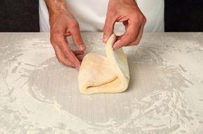 Cómo hacer hojaldre sin gluten. El hojaldre es la masa perfecta para preparar postres o dulces que seguro que encantarán a toda tu familia; pero si alguien de los tuyos es celíaco, no puedes preparar el hojaldre tradicional sino que...