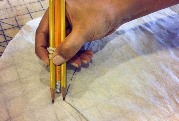 How to quickly mark your seam allowance Rubberband 3 penciles together for 5/8″, or 2 pencils for 1/2″. Trace the edge of your pattern piece for a perfect seam allowance every time.