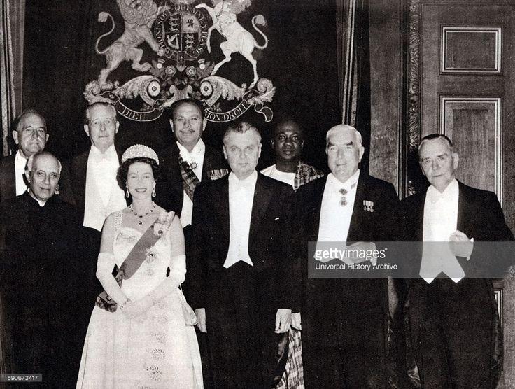 Commonwealth leaders meet in London 1960. Left to right: Federation of Rhodesia and Nyasaland, Sir Roy Welensky; India, Jawaharlal Nehru; Harold MacMillan, United Kingdom; Queen Elizabeth II; Pakistan, Ayub Khan; Canada, John Diefenbaker; Ghana, Kwame Nkrumah; Australia, Robert Menzies; South Africa, Eric Louw (Minister of External Affairs).