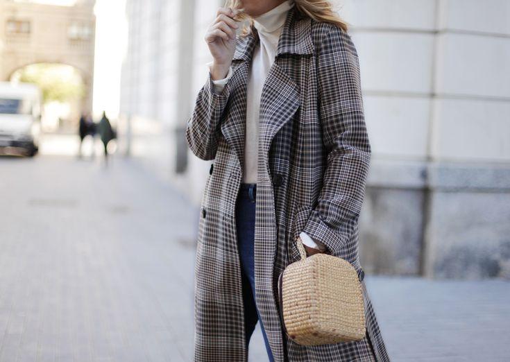 . Abrigo / Coat: Uterqüe (similar HERE, more HERE) . Jeans: H&M  . Gorro / Hat: Isabel Marant (HERE)  . Botines / Boots: Uterqüe