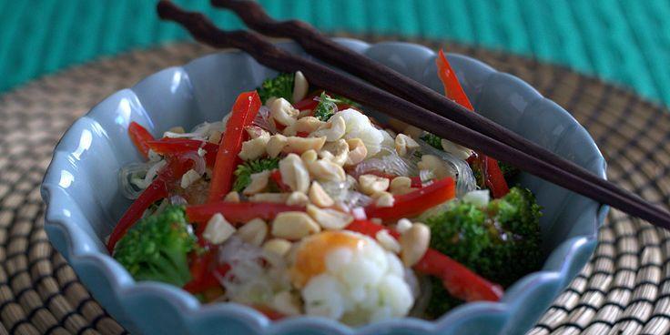 Nudelsalat med trippel-kål, sweet chili og koriander