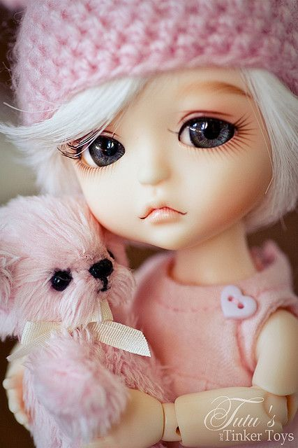 The glossy shine in her eyes and the shape and her look like she is going to cry giving emotion to the doll.