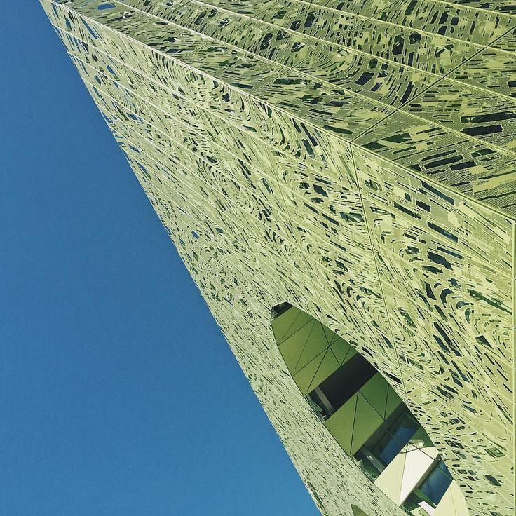 Green cube. #minimalbuilding #architecture #architecturelovers #buildings #architecturalphotography #photography #sky #bluesky #minimal…