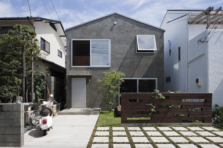 photo by Hiroshi Ueda 専門家:白子秀隆が手掛けた、素材感のあるモルタルの外壁(ツジドウのイエ)の詳細ページ。新築戸建、リフォーム、リノベーションの事例多数、SUVACO(スバコ)