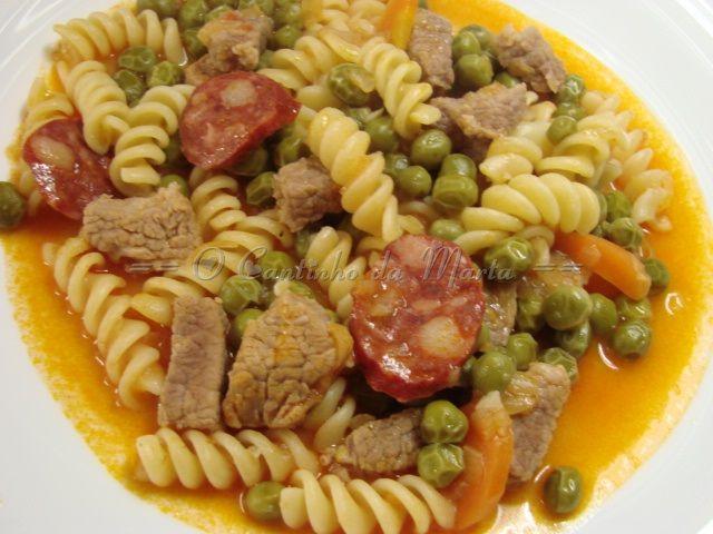 Carne de Vaca Estufada com Massa e Ervilhas - Companion