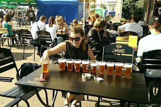 Una classifica che per me è molto invitante è quella delle città dove la birra è più economica, perciò ho pensato di condividere l'ultimo aggiornamento relativo al 2016.   Questa graduatoria è stata realizzata da Go Europe e confronta i dati di 70 città nel mondo, calcolando i prezzi medi della birra nei supermercati e nei bar, il consumo locale pro capite e la spesa media annuale.