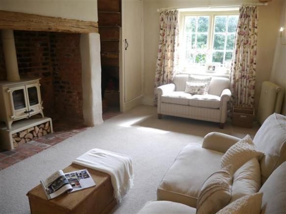Cozy English And World Styled Sitting Room With: Cosy Cottage Sitting Room