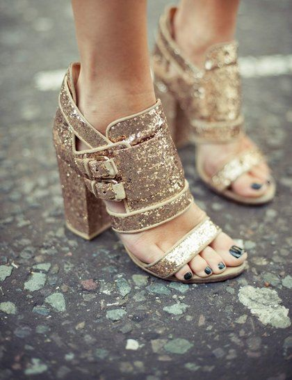 Holiday Sparkle #GiveSaks: To, Fashion Shoes, Gold Glitter, Style, Glitter Shoes, Sandals, Parties Shoes, Glitter Heels, Gold Shoes