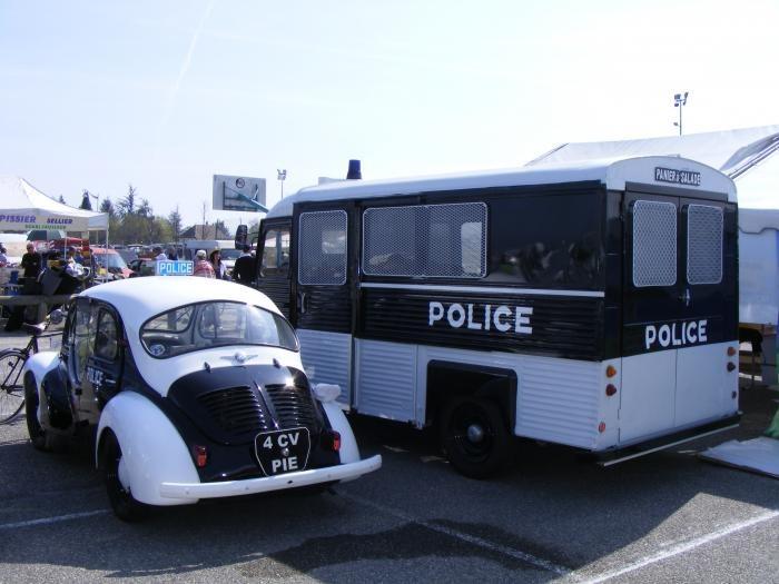 Ancienne voiture de gendarmerie