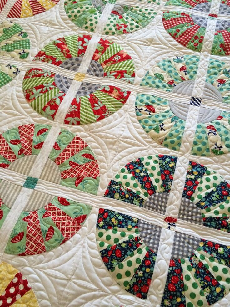 Dresden Quilt Patterns Free : 495 best images about Dresden plate quilts on Pinterest Dresden quilt, Free pattern and Mini ...