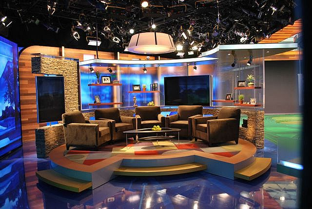 22 best images about estudios de tv on pinterest radios for Tv set design living room