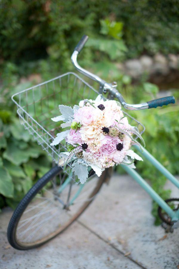 Sooo fun: Gardens Inspiration, Pastel Floral, Cute Ideas, Vintage Bicycles, French Gardens, Floral Arrangements, Style Me Pretty, Vintage Bike, Flower