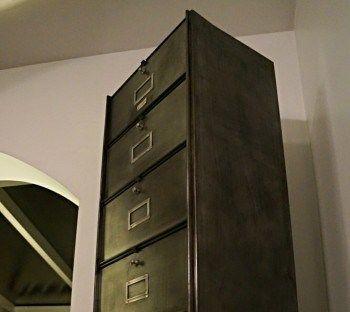 Les 25 meilleures id es de la cat gorie casiers m talliques sur pinterest c - Comment decaper une armoire metallique ...