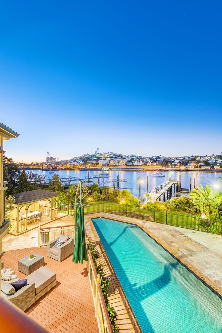 BULIMBA 91 Mcconnell Street... A spectacular offering to the market, idyllically positioned on the river's edge, this spacious dual level home sits on a generous 751m2 block.