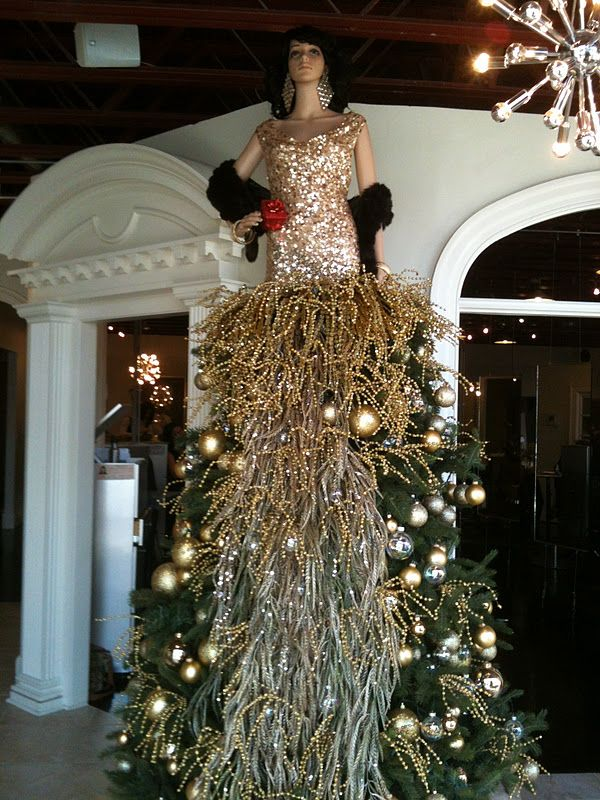 Lady christmas tree creative christmas tree dress for Ideas for dressing a christmas tree