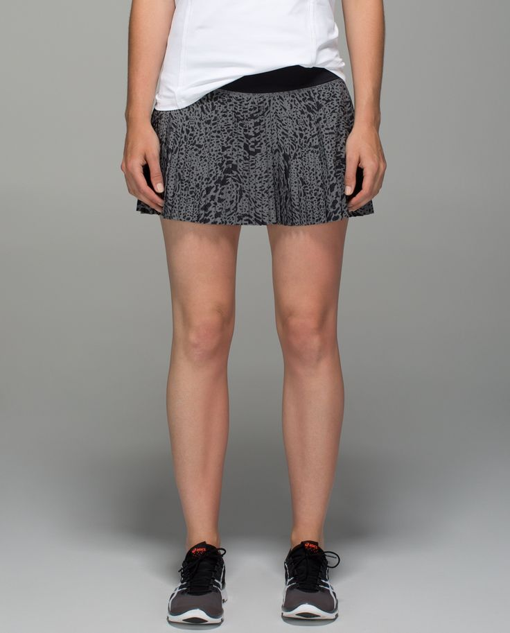 We move quickly and we designed this run skirt to keep up. It's the first thing we pack when we're going out of town, and the first thing out of our bag once we're off the plane. Made with sweat-wicking fabrics, it  makes us swoon whether we're breaking records on the road or learning to salsa  in Havana.