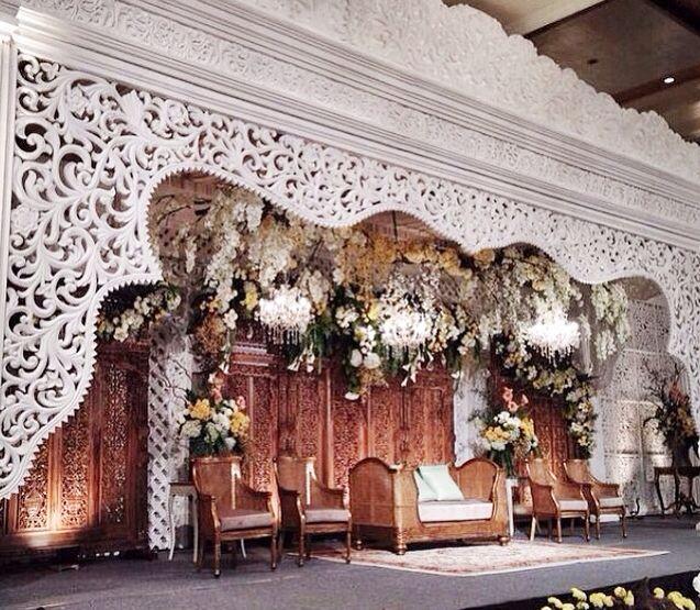 Traditional gebyok meets vintage decor. Bismillah😍💏