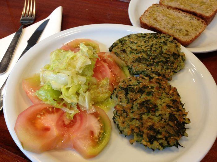 Olasagasti Tuna Burger, with spinach and brown rice. Healthy diet. Hamburguesas de arroz integral, espinacas y atún claro Olasagasti. Aliméntate bien!