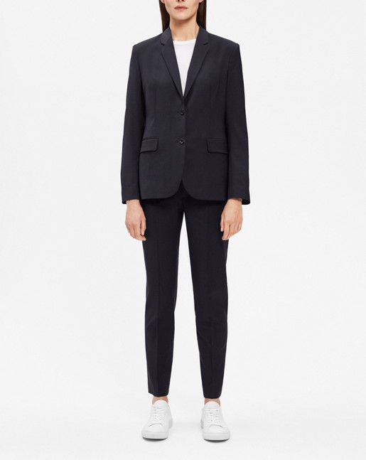 Our Gracie jacket is timelessly tailored with a straight fit. The collar is neat, giving a distinct silhouette to the sharp shoulders, and goes great with wide slacks or a midi skirt.<br><br> • Wool stretch<br> • Straight fit <br> • Neat collar<br>