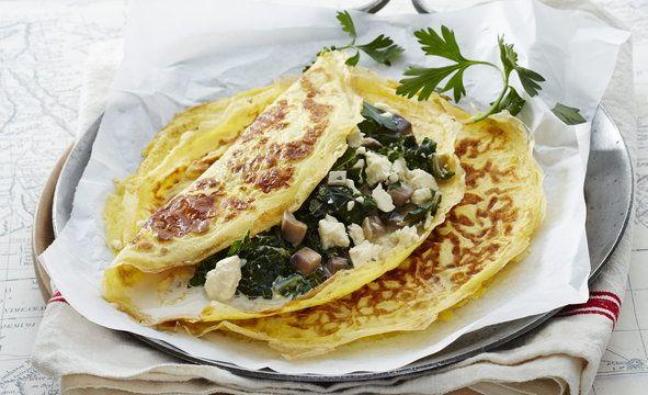 Naleśniki jajeczne ze szpinakiem i serem feta