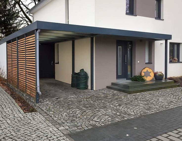 Eine Referenz aus Dresden. Carport mit seitlicher Weiterführung als Eingangsüberdachung / Vordach sowie zusätzlichem Geräteraumanbau hinter dem Carport.  Ein schönes Objekt, welches es in sich hatte. Der Carport sollte nicht nur Unterstellmöglichkeit für das...