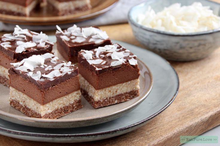 Laat de vegan bounty cheesecake voordat je hem in stukjes snijdt eerst even ontdooien. Gebruik een groot scherp mes, wat je na iedere snijbeurt voorzichtig even schoon veegt. Zo krijg je perfecte cheesecake bites! Bewaar de vegan bounty cheesecakes bites in de vriezer.