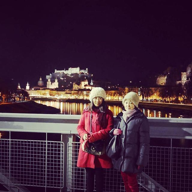 Instagram【aikomeanslove】さんの写真をピンしています。 《今年もお世話になりました🎼ザルツブルクより愛を込めて🏰💖 Such a Beautiful Place to end up this Year🎵👪💛 #オーストリア#ザルツブルク#ミュンヘン#クリスマスマーケット#ヨーロッパ#年末年始#師走#モーツァルト#ミュージカル#城#ディナーショー#夜景#europe#austria#eu#salzburg#castle#familytrip#2016#2017#abudhabi#japanese#munich#mozart#concert#countdown#christmarket》
