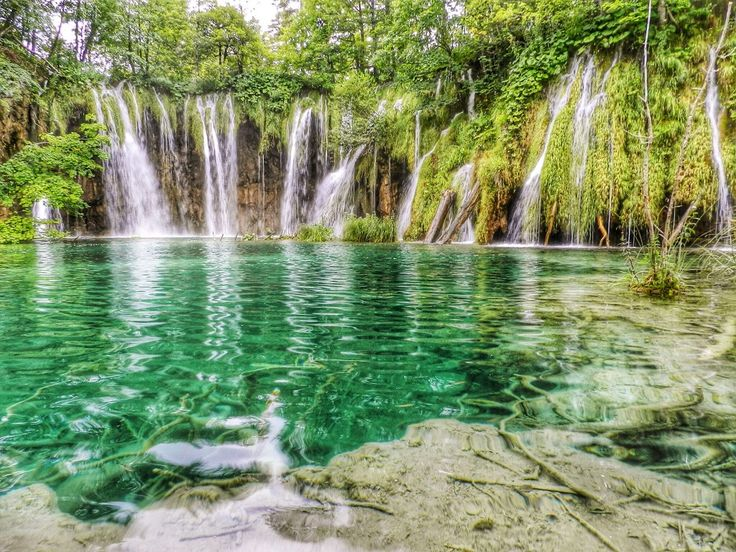 Todas as dicas sobre Dubrovnik, ilha de Hvar (e outras ilhas), Split, Lagos de Plitvice e Zagreb. Viaje de carro pelo país mais lindo do verão europeu.