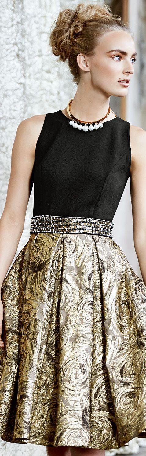 Carmen Marc Valvo Sleeveless Belted Metallic Jacquard Cocktail Dress.
