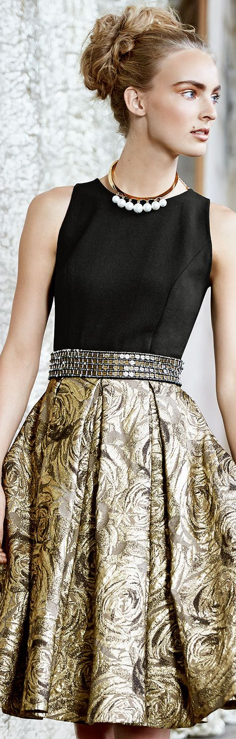 Carmen Marc Valvo Sleeveless Belted Metallic Jacquard Cocktail Dress.