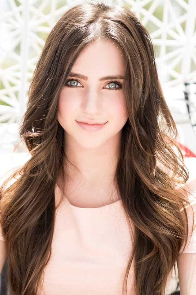 Her eyes... and her hair... and her everything... I love Ryan Newman.