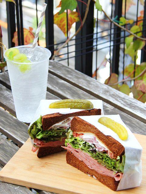 Tokyo Sandwiches : 【King George/キングジョージ】サンドイッチ・ラヴァーが作ったインパクト大のヘルシーサンドイッチ