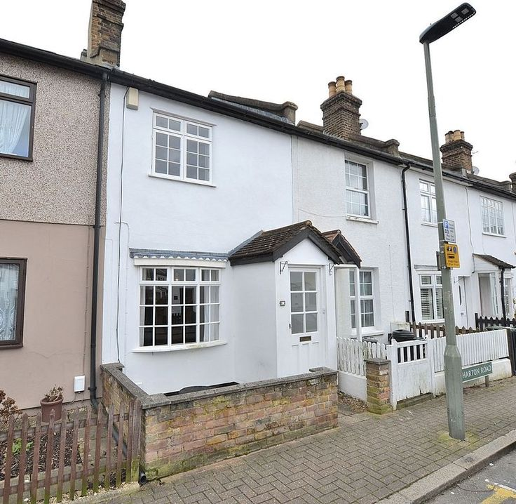 Gorgeous 2 bed cottage in #Bromley  Close to amenities http://www.vincentchandler.co.uk/properties-to-let/property/6486121-wharton-road-bromley #BeckBromFL